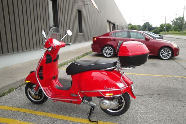 modern vespa gts 250 with givi top cases pics please. Black Bedroom Furniture Sets. Home Design Ideas