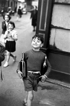 This Famous Street Photo By Henri Cartier Bresson Is An Example Of Capturing A Simple Moment Life That Evokes Emotion And Tells Story