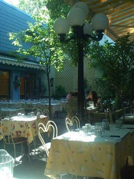 Restaurant le jardin de panos take your own wine the for Jardin winery