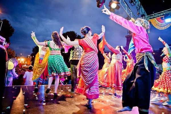Backyard Party Line Dance : Super fun outdoor Bollywood Dance Party! Plus, learn Bollywood Dance