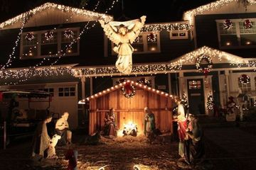 Dinner & Christmas Light Display Walk - (OSS) Outdoor Singles