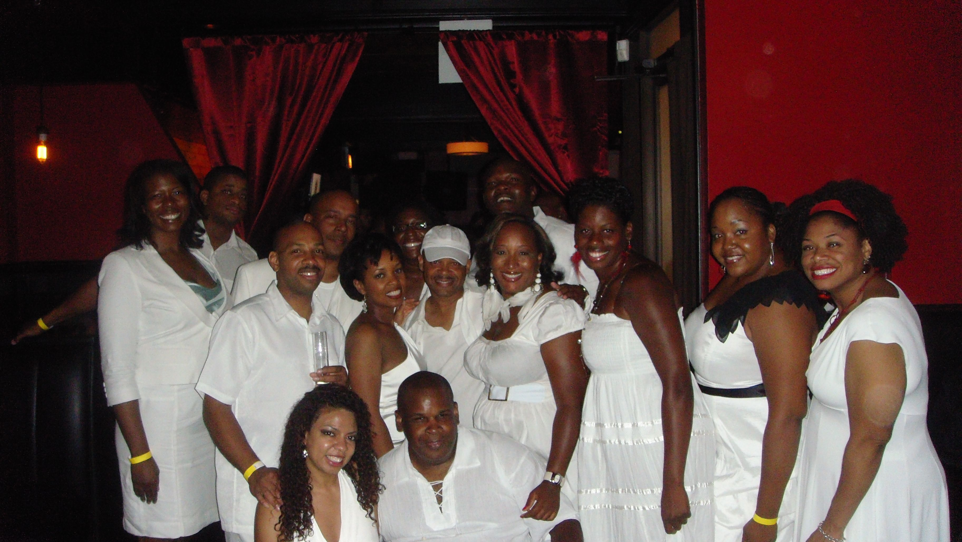 Pin all white party decorations image search results on for Images of all white party decorations