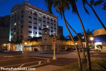 Night Photography Downtown Fort Myers With Gavin Lowe