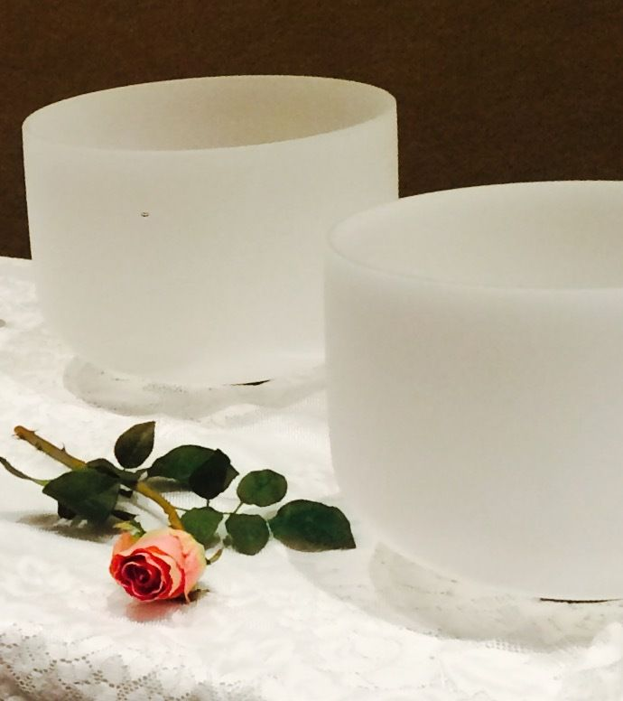 Crystal Singing Bowls and Guided Meditation i