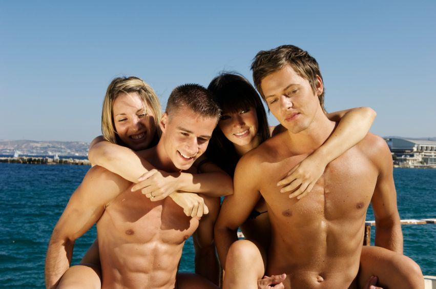 Нудисти на пляжах онлайн порнокопілка